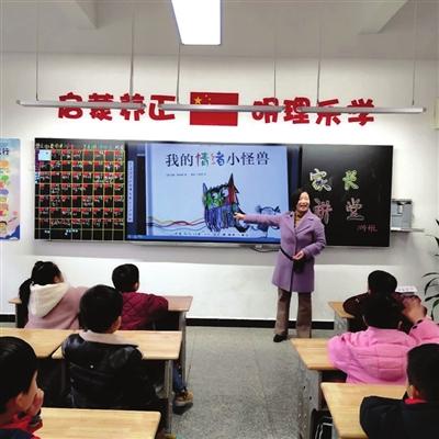 咸宁外校家长讲堂搭建家校教育桥梁