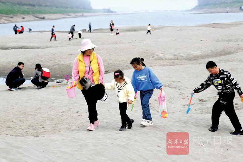 图文:嘉鱼清水沟沙滩成网红打卡点
