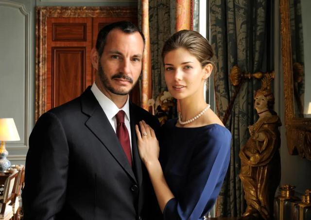 24岁嫁入享誉世界的富有王室,31岁复出超模事业,还是一名学霸?