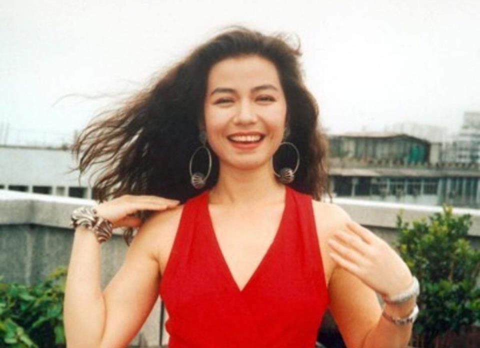 成龙刘德华对她爱慕,60岁魅力不减当年,钟楚红年轻时有多美?