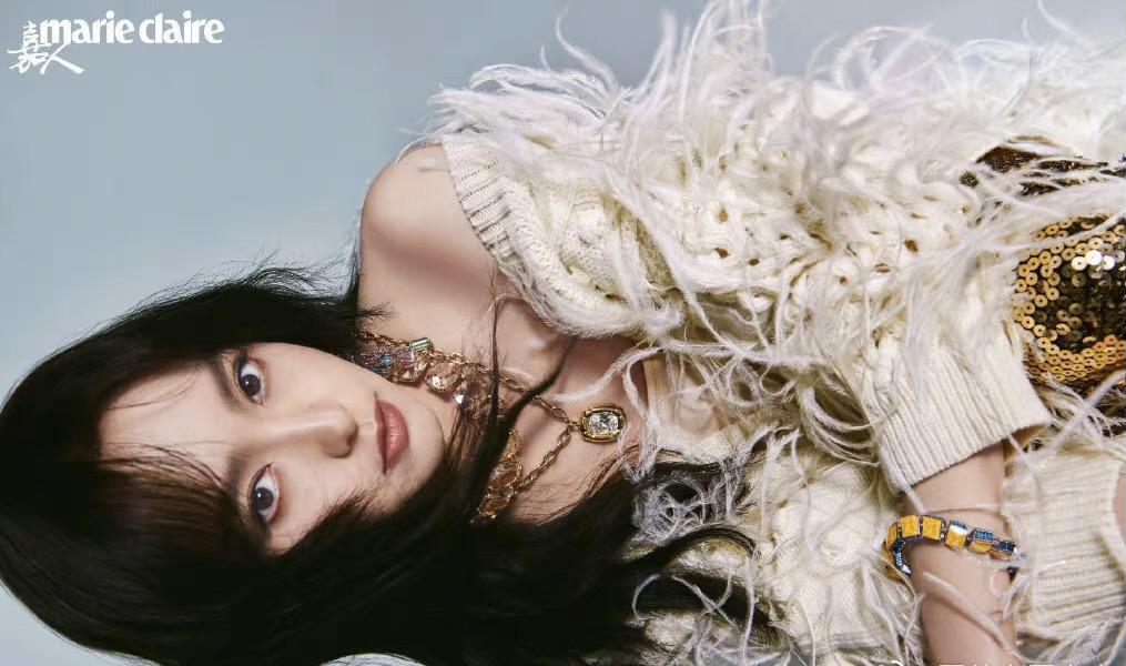 唐嫣10月26日美人鱼时尚大片优雅灵动,透视薄纱裙完美打造3D效果