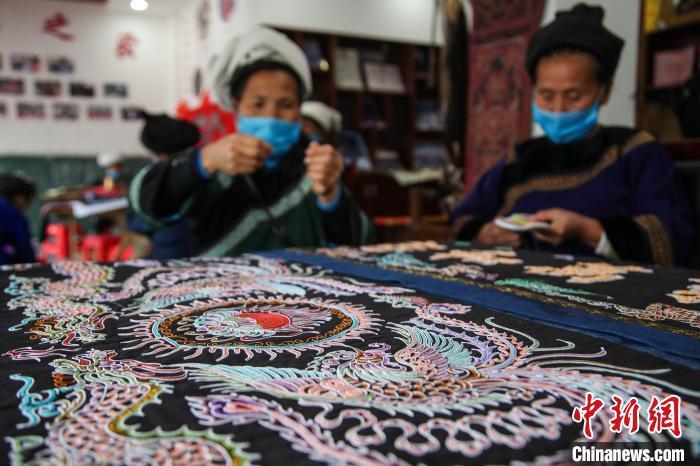 七名大学生搭建中国首个马尾绣虚拟沉浸式博物馆