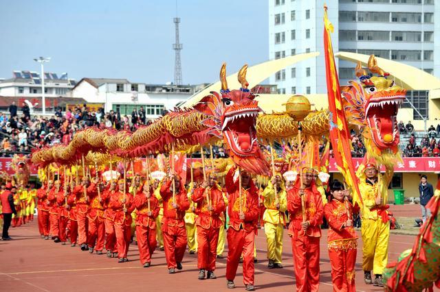 """咸宁""""龙狮争霸""""闹元宵 近2万市民观看比赛盛况"""