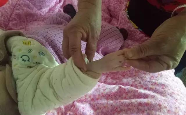 咸宁5个半月宝宝患心脏病,父亲想打长工抵债为其治病!