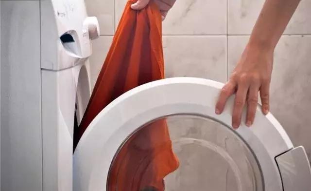 """看完洗衣机""""肮脏""""的真相,都不敢扔衣服进去了……"""